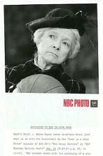 HELEN HAYES HOLDS BASKETBALL PORTRAIT THE SNOOP SISTERS ORIG 1974 NBC TV PHOTO