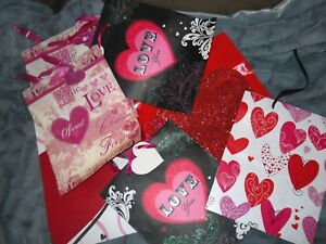 Lot of 7 Gift Bags -  Valentine's Day theme. Most have tissue paper included