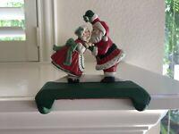 Vtg MIDWEST Cast Iron Santa Mrs Claus Kissing Double Stocking Holder Hanger