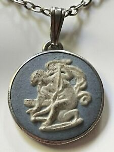 Vintage 1977 sterling silver & round blue wedgwood pendant & 925 chain necklace