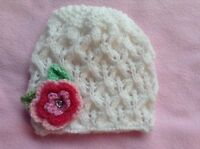 HAND KNITTED BABY GIRLS BEANIE HAT WHITE LACY PINK FLOWER SIZE NB - 24 MTHS NEW