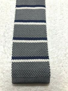 BANANA REPUBLIC MENS TIE GRAY WITH NAVY BLUE AND WHITE STRIPES 2.5 X 60 NWT