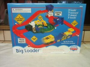 Tomy Big Loader 5001 Dumping Zone - Brand New
