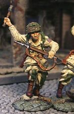 THE COLLECTORS SHOWCASE NORMANDY CS00296 82ND AIRBORNE THROWING GRENADE MIB