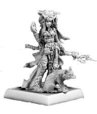 Reaper Minatures - 60048 - Feiya, Iconic Witch & Fox Familiar - Pathfinder