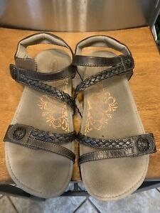 Aetrex Sandals Size 10 Leather Adjustable Straps Comfort Foot Bed Brown
