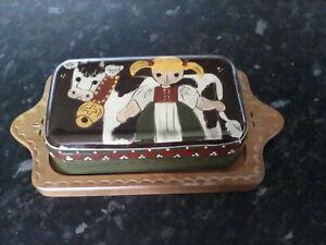 Butter lard cheese dish ceramic top wooden base