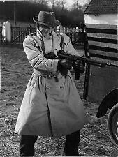 Photo originale Lino Ventura Le rouge est mis mitraillette imperméable gangster