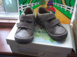 Start-rite NAPLES in BROWN  RIP TAPE Size 9.5G At Sale Price £20.00