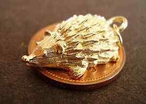 BEAUTIFUL 9CT GOLD ' SNUFFLING HEDGEHOG '  CHARM CHARMS