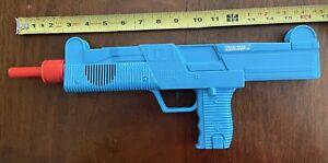 1988 VINTAGE MANLEY  PLASTIC TOY POLICE GUN UZI FRICTION SOUND