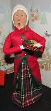 Byers Choice Caroler Woman with Tray of Baked Goods 1998 30/100    *