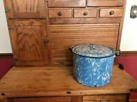 Vintage Blue and White Swirl 2 Handled Enamel Stock Pot With Lid
