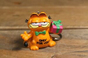 Vintage Garfield 'Only For You' Present Keyring - Bully United Feature 1981