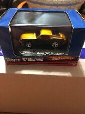 Hot Wheels HO L7164 Custom '67 Mustang Gold & Black 1:87 Scale