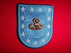 US Army MASTER PARACHUTIST Metal Badge On Beret Patch / Flash