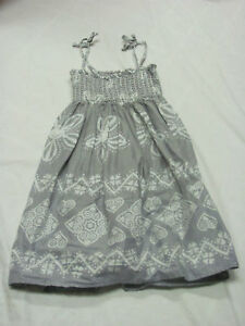 Girl's Old Navy Summer Dress Gray & White Floral Heart Size Medium 6/8 Worn Once