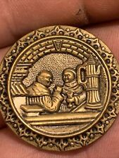 New ListingMan drinking with other in pub metal button (Bbb-479-13)
