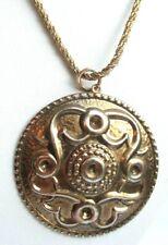 Beau collier pendentif léger celtique écusson couleur or bijou vintage 3038