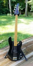 EPIPHONE BAT WING BASS GUITAR