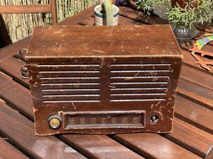 Vintage 1942 Emerson Tube Radio w/Wood Ingraham Case