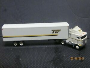1//64 Ertl T600A Central Tractor Truck