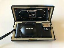 Olympus XA mit F-Zuiko 35mm f2,8 (Kamera getestet), A11 Ansteckblitz und Box