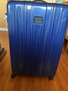 tumi luggage carry on extended Trip  V3 Original Price 795.00 New With Scratches