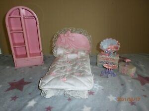 Barbie Schlafzimmer Bett Schrank Kommoden Mattel Vintage mit Zubehör