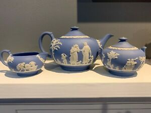 WEDGWOOD TEA SET, TEAPOT, COVERED SUGAR & CREAMER, VINTAGE, MADE IN ENGLAND