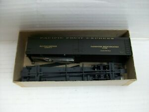 HO Scale Athearn 5335 50'Ft Express Reefer PFE