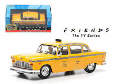 FRIENDS (TV SERIES) PHOEBE BUFFAY'S 1977 CHECKER TAXI CAB 1/43 GREENLIGHT 86041