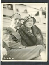 WILLIAM POWELL + CAROLE LOMBARD STRUGGLE TO KEEP FROM SMILING - GREAT PHOTO