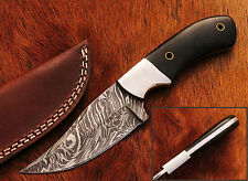 Beautiful Damascus Handmade Hunting Knife with Black Micarta Handle (W18)