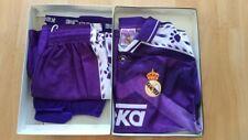 Equipación futbol club REAL MADRID KELME  en su caja original, niño