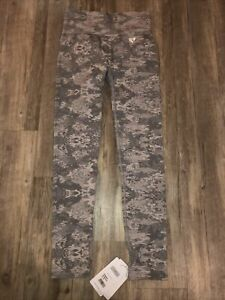 NWT Women's Best Grey Camo Seamless Leggings Size Large
