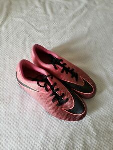 Nike Bravata II Girls Cleats Size 4Y Pink Black Logo Sports Athletic