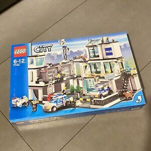 LEGO 7744 Police Headquarters