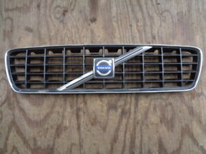 2001 2002 2003 2004 Volvo S60 OEM Chrome / Black Grille Part # 9151881 / 9190740