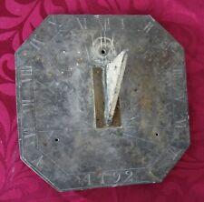 petit cadran solaire en ardoise daté 1792