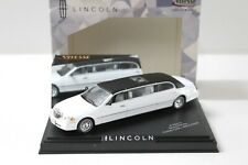 1:43 Vitesse Lincoln Town Car Limousine white / black roof