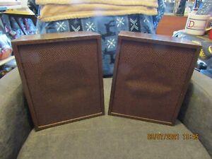 Pair of vintage Radio Shack Solo-5 40-913 wood grain cabinet speakers.  Tested.
