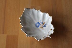 sehr schöne Höchst Porzellanschale -- Blattschale -- Blumendekor