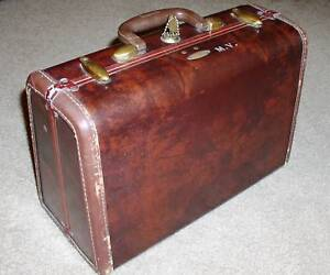 VINTAGE SAMSONITE TRAIN CASE MAKEUP WITH KEY GREAT COND