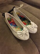 Girls toddler white slip on shoes Health tex Faded Glory flats