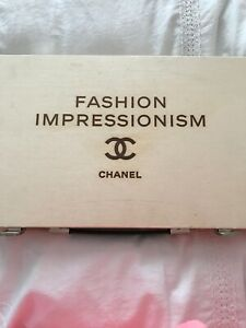 CHANEL COLLECTABLE FASHION IMPRESSIONISM WOODEN CASE WITH CRUISE 2015/16 PHOTOS
