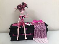 Monster High Draculaura Doll & Jewelry Box Coffin Set With Doll