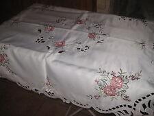 Nappe de table brodée  83 x 83 cm