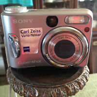 Sony Cybershot Carl Zeiss Vario-Tessar Camera For parts only Not Working