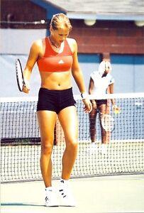 ANNA KOURNIKOVA -  LOOKING GREAT IN SHORT SHORTS !! VENUS IN THE BACK !